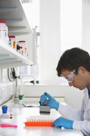 Laborant Verarbeitung Vials