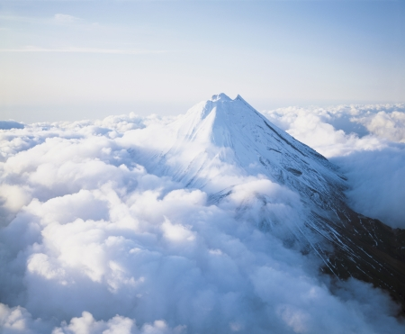 the majesty: Mountain Peak above Clouds LANG_EVOIMAGES