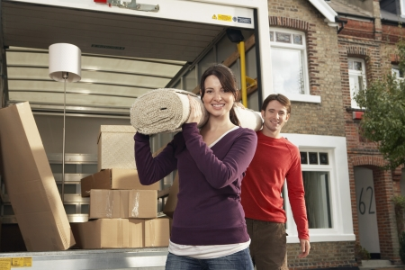 moving truck: Couple Moving into New Home LANG_EVOIMAGES