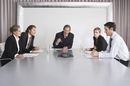 telecoms: Imprenditori in ascolto durante la teleconferenza