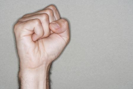 silhouettable: Pugno della mano dell'uomo nel Pugno