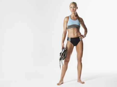 silhouettable: Atleta donna detiene Scarpe LANG_EVOIMAGES