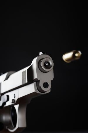 aggressively: Tiro Pistola