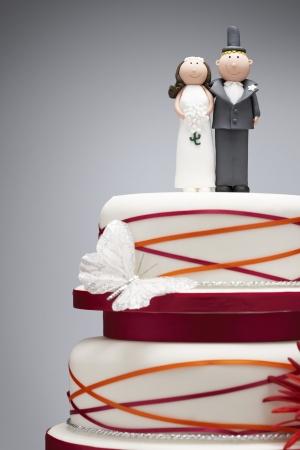 wedding customs: Wedding Cake with Funny Bride and Groom Figurines