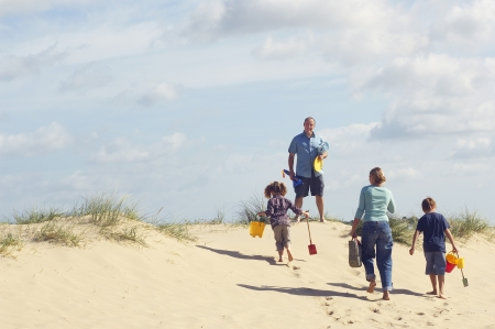 vacationing: Vacationing Family at Beach LANG_EVOIMAGES