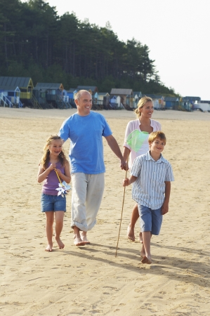 late forties: Vacationing Family at Beach LANG_EVOIMAGES