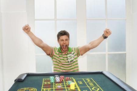 silhouettable: Giovane uomo d'azzardo