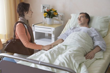 visitador medico: Mujer Visitar esposo en el hospital