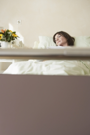 maladies: Patient Resting in Hospital Bed LANG_EVOIMAGES