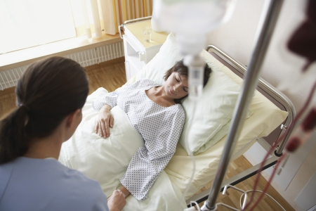maladies: Nurse With Patient in Hospital Room
