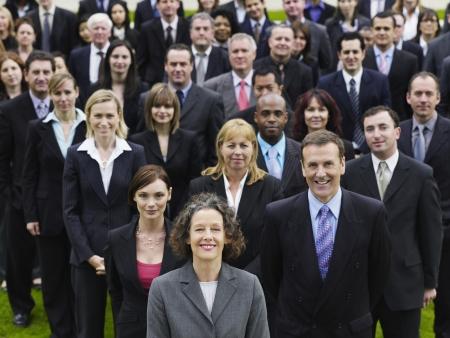 mixed age range: Gran grupo de personas de pie en el c�sped, retrato, vista elevada