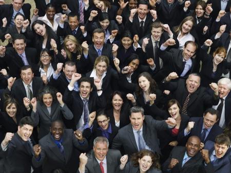 företag: Stor grupp affärsmän hejar, förhöjd utsikt