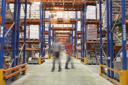 inventario: Los hombres a pie en almac�n