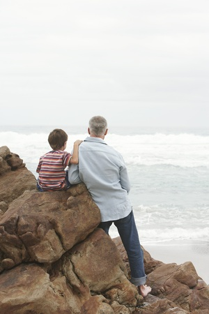 fond of children: Father and Son at the Ocean LANG_EVOIMAGES