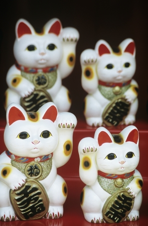 sameness: Cat Statuettes on Souvenir Stand LANG_EVOIMAGES