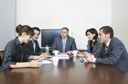reunion de personas: Tienen reuni�n Empresarios en la oficina