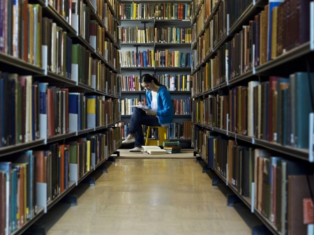 cropped out: Student Studying in Library LANG_EVOIMAGES