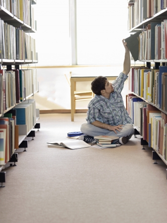 exerting: Student Studying in Library LANG_EVOIMAGES