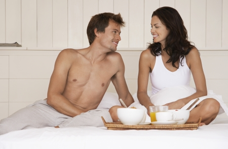 partially nude: Young Couple Having Breakfast in Bed LANG_EVOIMAGES