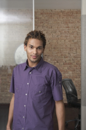 hair blacks: Young man standing in office