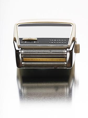 electric shaver: Vista Rasoio elettrico dall'alto girato in studio