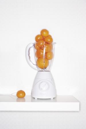 liquidiser: Orange fruits in blender LANG_EVOIMAGES