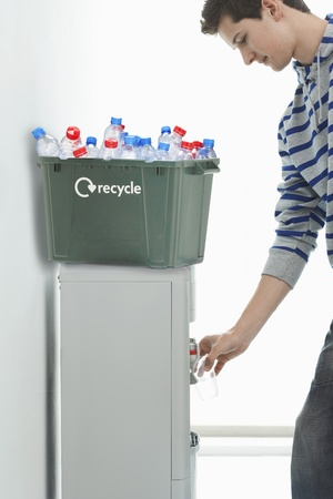 gent: Man Recycling LANG_EVOIMAGES