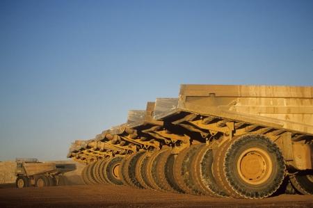 camion volteo: Ore transportar camiones en fila Telfer Western Australia