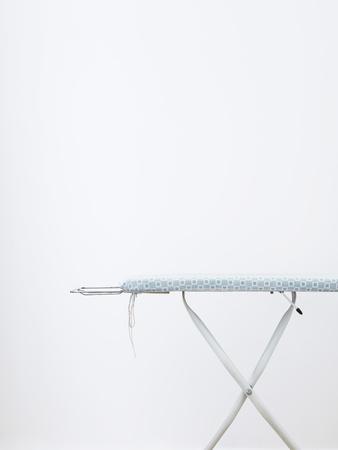 15100048, Dag, binnen, witte kleur, Tekstveld, Niemand, Enkel object, Huishoudklusjes, Eenvoud, strijkplank,