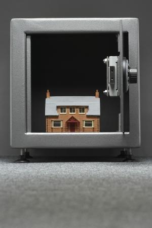 bank safe: Model house in safe LANG_EVOIMAGES