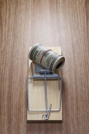 piege souris: Rouleau de billets d'un dollar dans le pi�ge de la souris LANG_EVOIMAGES