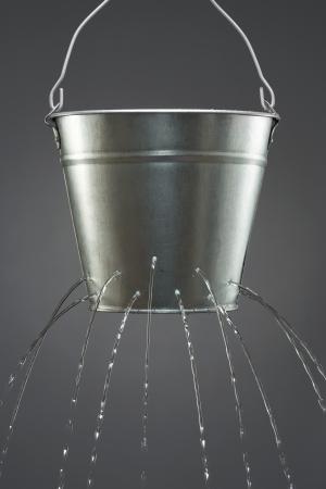 seau d eau: Fuite d'eau du seau LANG_EVOIMAGES