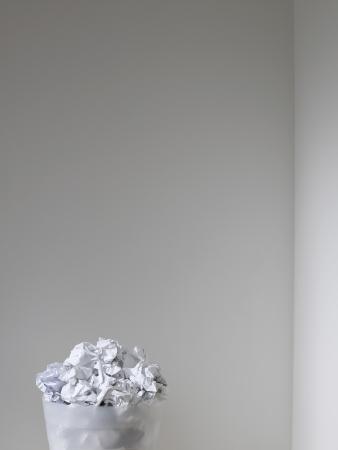 wastebasket: Wastebasket Full of Crumpled Paper LANG_EVOIMAGES