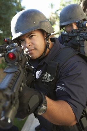 swat teams: Swat officers aiming guns LANG_EVOIMAGES
