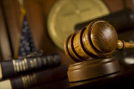 mandato judicial: Martillo en la sala de la corte
