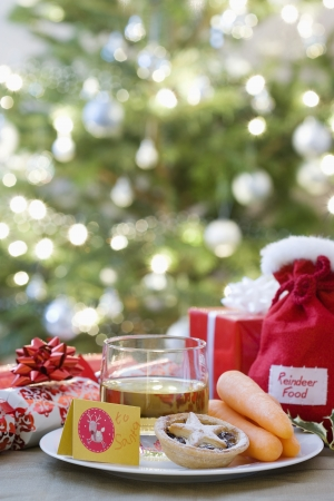 things that go together: Whisky mince pies and carrots in front of christmas free LANG_EVOIMAGES