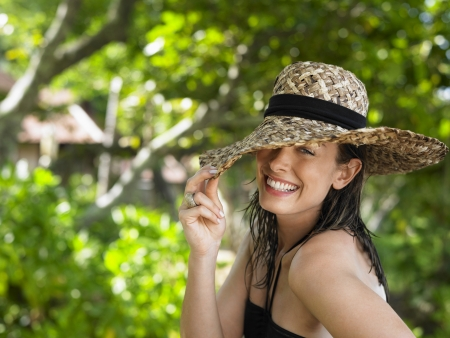 sun hat: Young Woman with Sun Hat LANG_EVOIMAGES