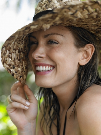 20 to 25 year olds: Young Woman with Sun Hat LANG_EVOIMAGES