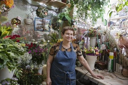 65 70: Florist in Shop