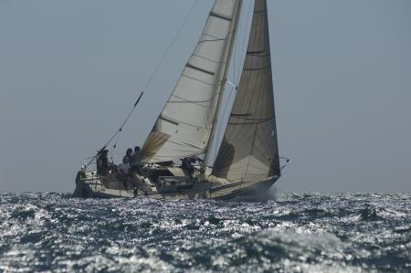 Miembros de la tripulación a bordo del yate que compite en vela equipo de eventos California Foto de archivo - 20716785