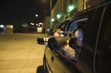 車の中でパパラッチのカメラマン 写真素材 - 20716987