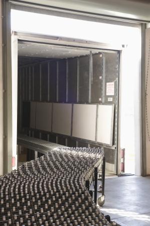 cinta transportadora: Cinta transportadora de vacío en el almacén de distribución