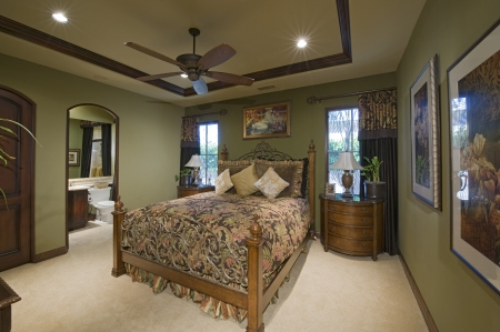 ceiling fan: Bedroom interior with ceiling fan LANG_EVOIMAGES