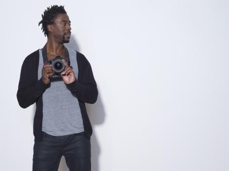 半ば大人 (30-35 歳) カメラマン カメラ スタジオ撮影を保持 写真素材 - 20739381