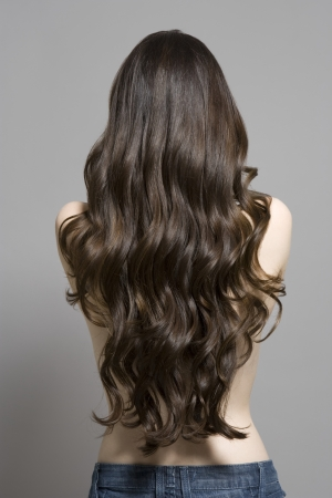 long shot: Woman with long brown wavy hair rear view LANG_EVOIMAGES