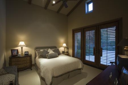 palm springs: Palm Springs bedroom at dusk LANG_EVOIMAGES