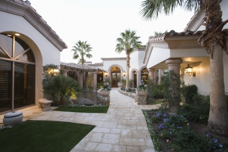 showhome: Palm Springs exterior pathway