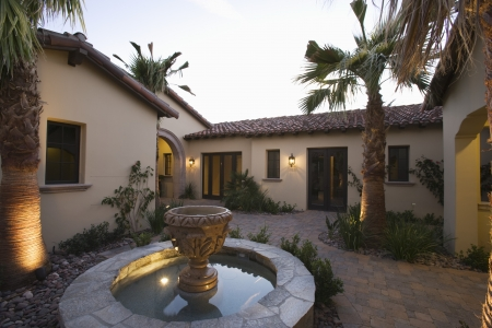 showhome: Palm Springs fountain in courtyard