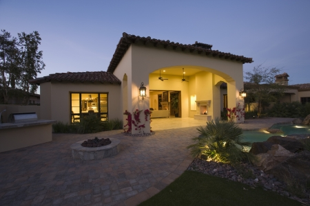 showhome: Palm Springs house exterior at twilight