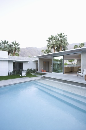 showhome: Split level poolside area Palm Springs